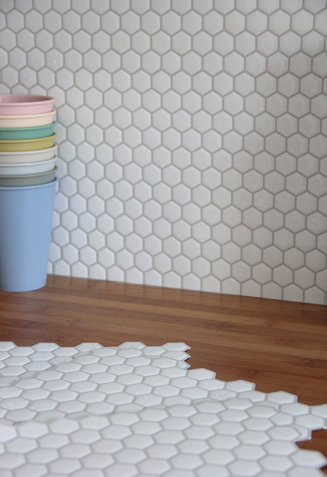 Pose carrelage hexagonal cz26 jornalagora for Credence carrelage