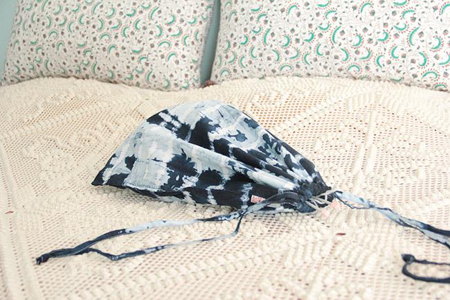 un sac en tissu tie and dye avec pr t cr er poligom. Black Bedroom Furniture Sets. Home Design Ideas