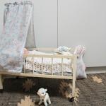 J'ai chiné un lit de poupée vintage